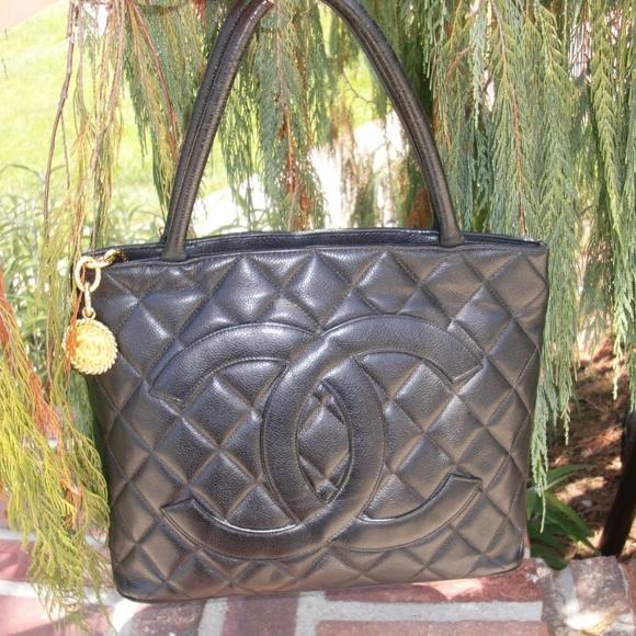 8e7c0c7ad19e CHANEL Handbags - Chanel Cavier Medallion Tote Black Shopper Vintage